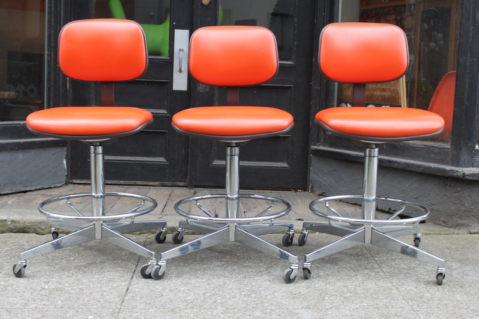Motel Steelcase Orange Vinyl Stools