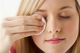 perawatan wajah membersihkan make up natural