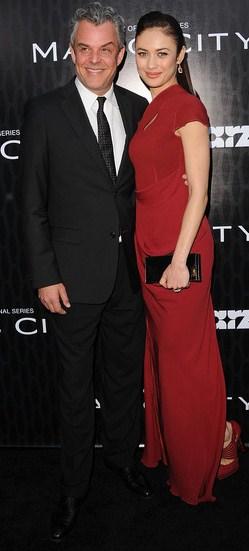 Olga Kurylenko y Danny Huston en el estreno de Starz de la Ciudad Mágica