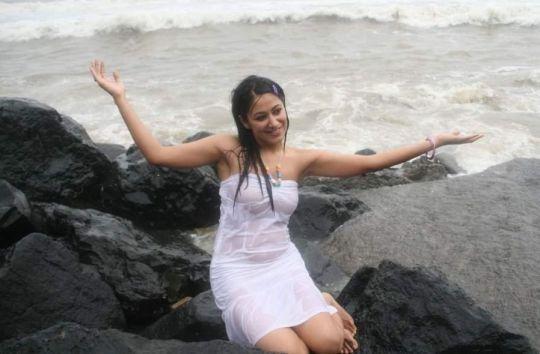 anjali pandey in transparent dress