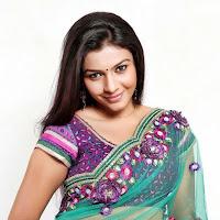 Kadhal saranya latest in green saree