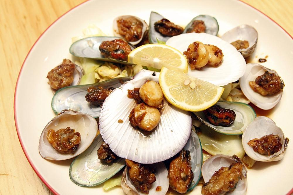 Osaka Ohsho's Teppanyaki Festival mixed shellfish teppanyaki