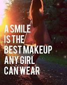 Una sonrisa es el mejor maquillaje que cualquier chica puede llevar.