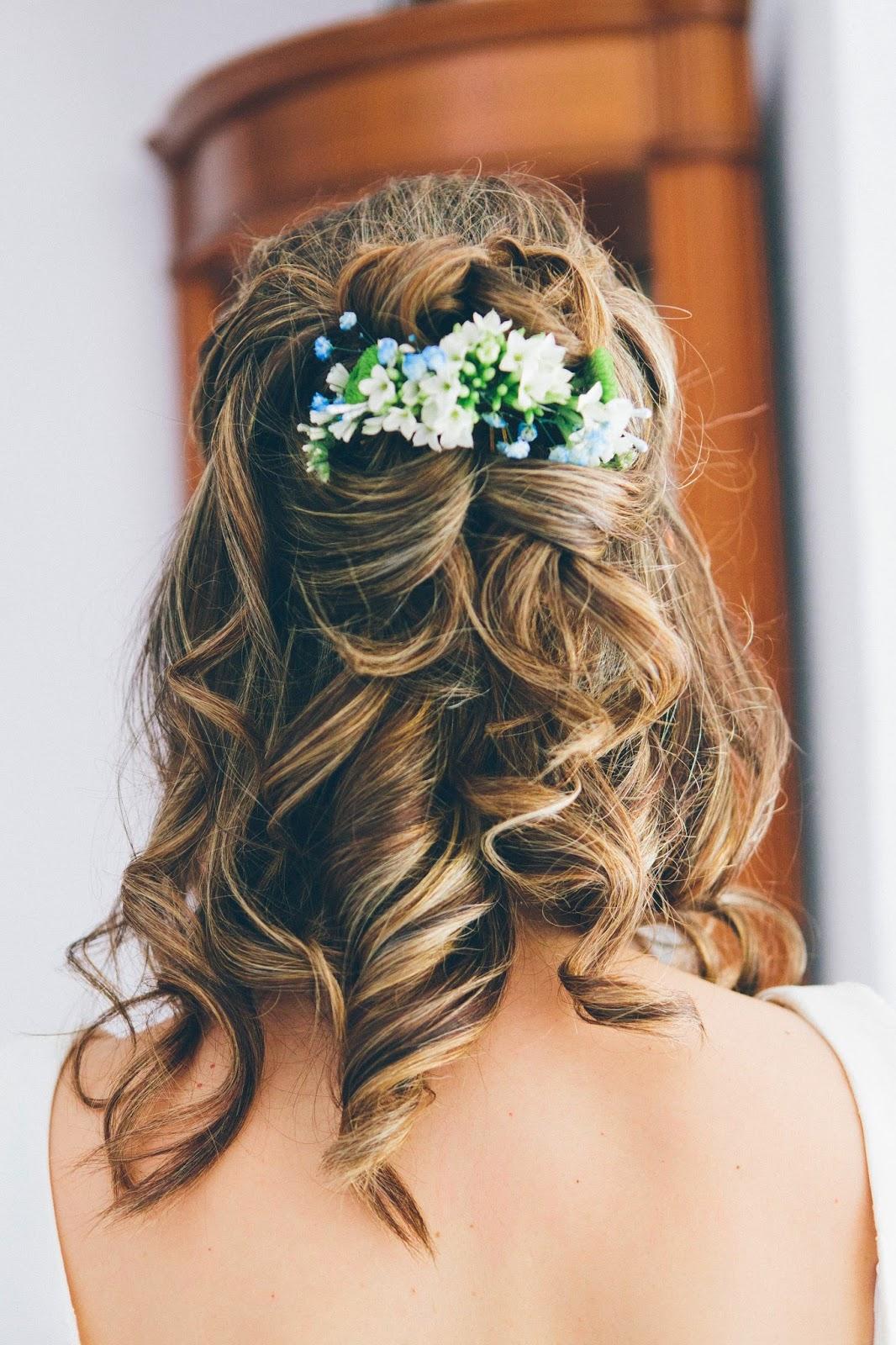 Peinados de novia con rosas naturales