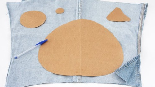 Como fazer almofada com carinha usando calça jeans velha