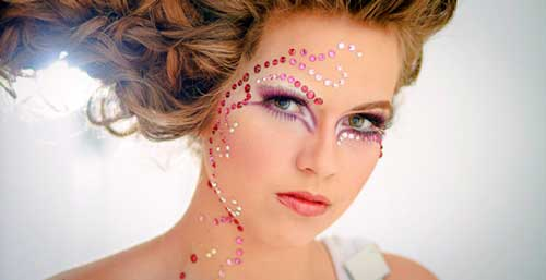 maquillaje con bindis para carnaval