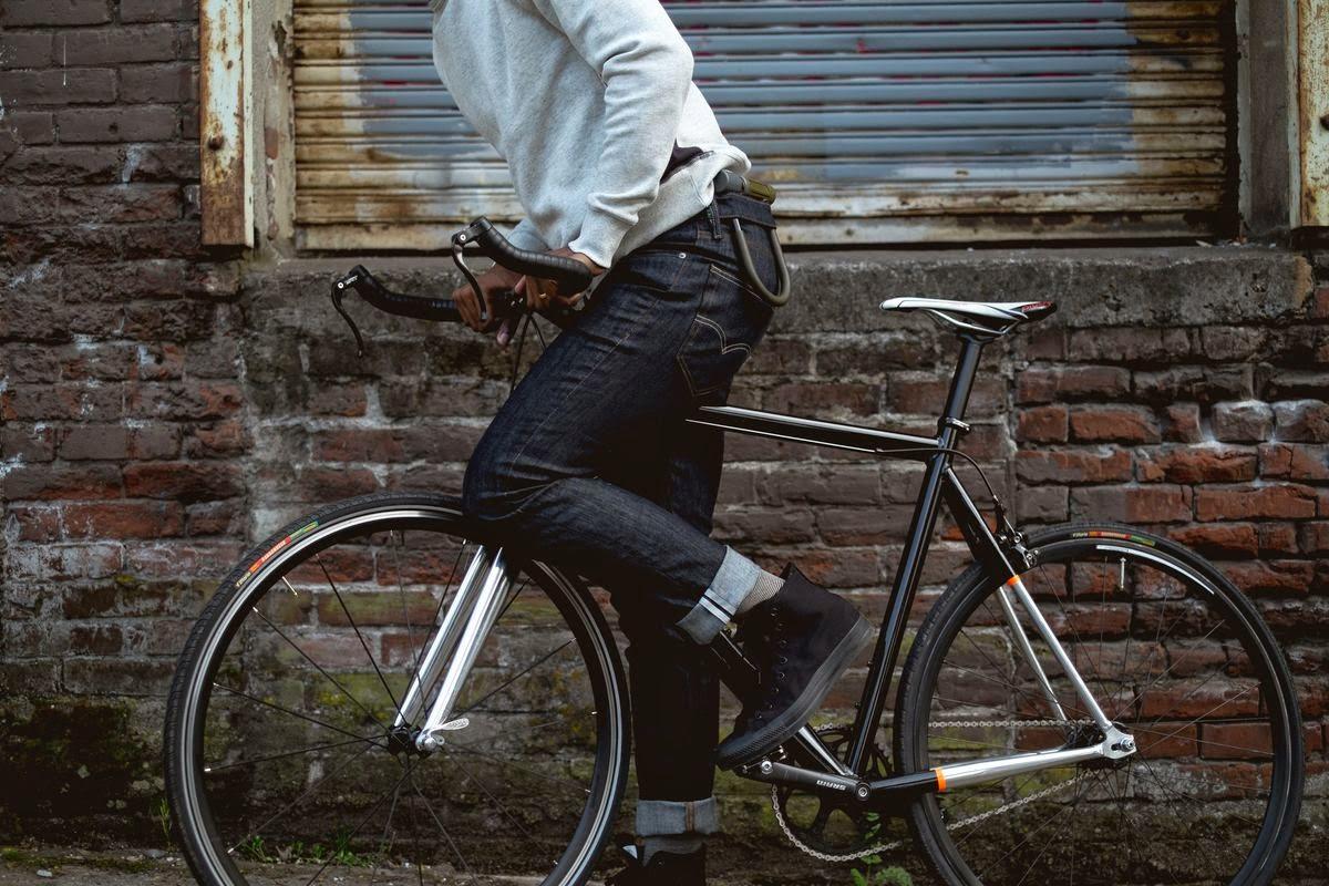 Levis, Levi's Commuter, sportwear, womenswear, denim, Commuter Workspaces, be divinity,