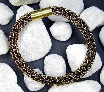 wikinger strickliesel schwarz goldenes armband. Black Bedroom Furniture Sets. Home Design Ideas