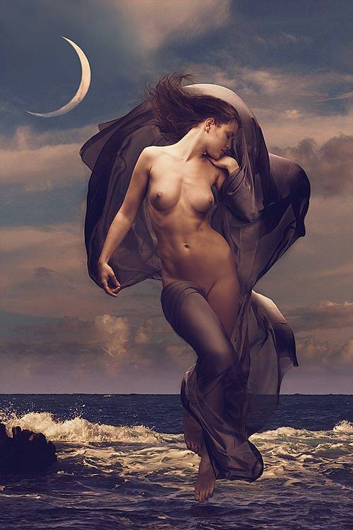 Mujer y la luna.