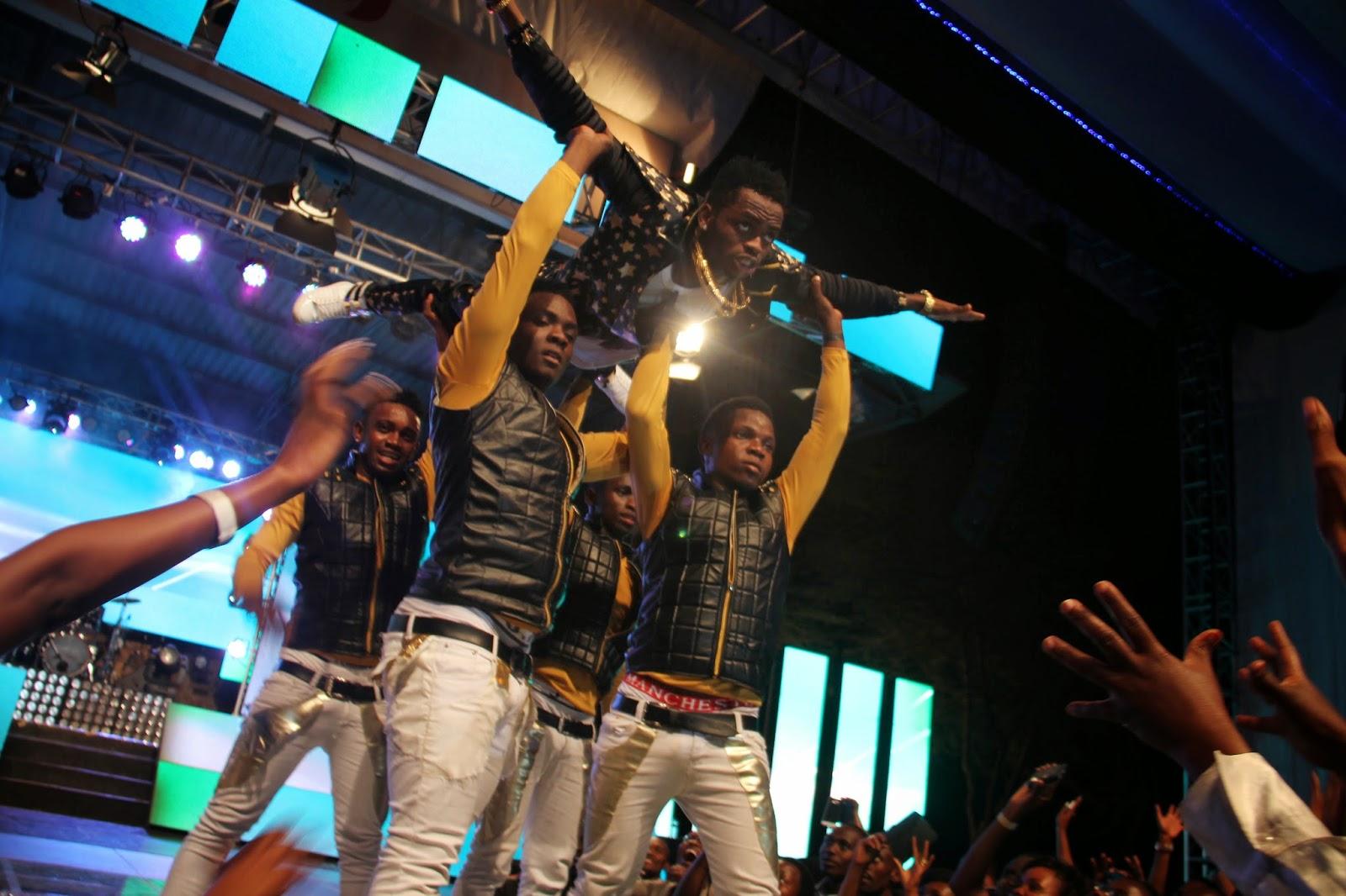 ANGALIA PICHA ZA SHOW YA DIAMOND THE PLATNUMZ AKIWA NAIROBI KENYA!!