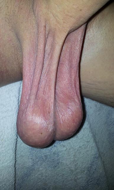 couilles pendantes jeune gay grosse bite