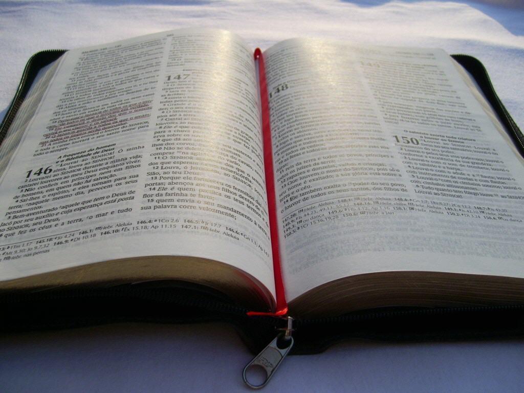 http://2.bp.blogspot.com/-mJ_jC0nHbno/TiY8b-xqsiI/AAAAAAAAAS0/Szqs8fVwcMM/s1600/biblia_wallpaper-40375.jpg