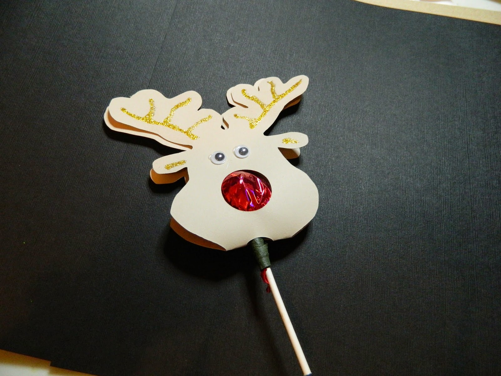 Reindeer Lollipop nose guy.. so cute great stocking stuffer or advent ...: mcwcreations.blogspot.com