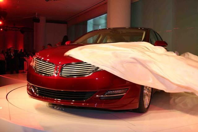 2013-Lincoln-MKZ-reveal