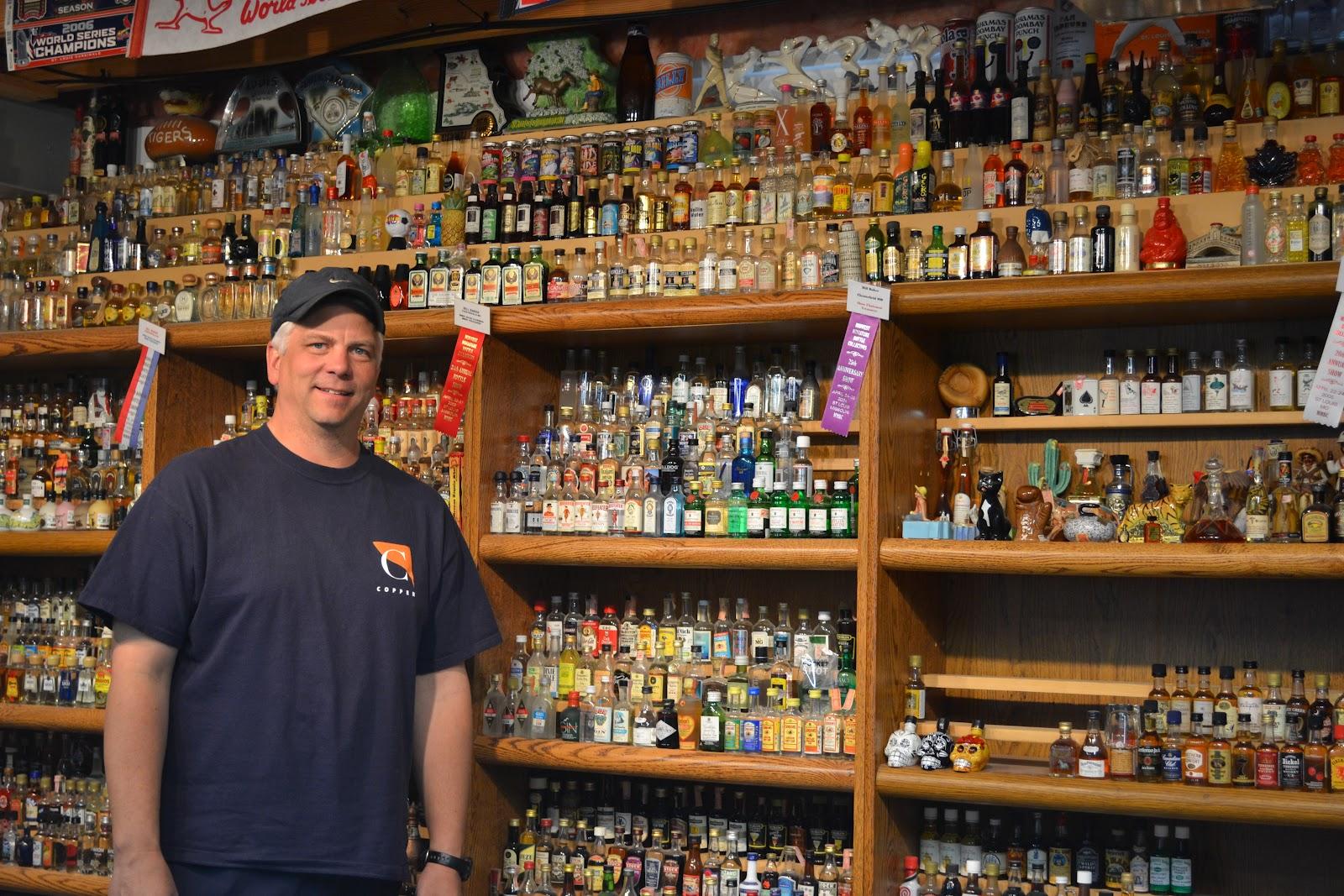 Bar De Parede besides Howard Miller Chancellor Corner Curio Cabi  680 503 together with Dining Room Shelves as well 4388030k0e689073 furthermore Miniature Liquor Bottles. on liquor shelf display