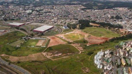 Alguém trocaria 16 hospitais por um estádio de futebol?