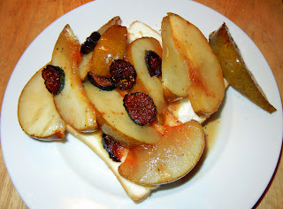 Pears and Figs in Sherry and Butter Sauce over Pound Cake