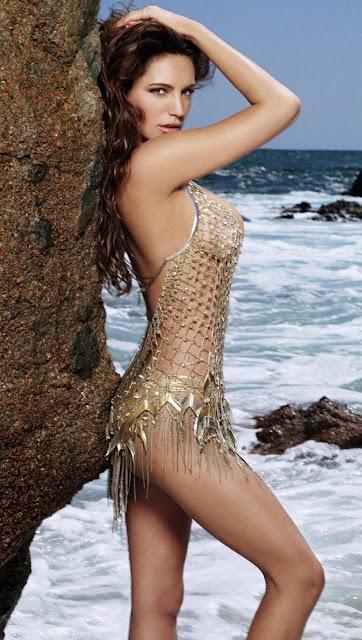 Kelly Brook Hot Bikini Pics, Photos