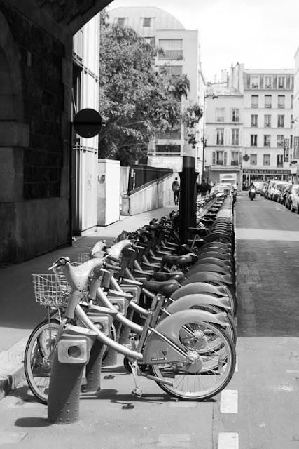bicycles available to rent in Paris