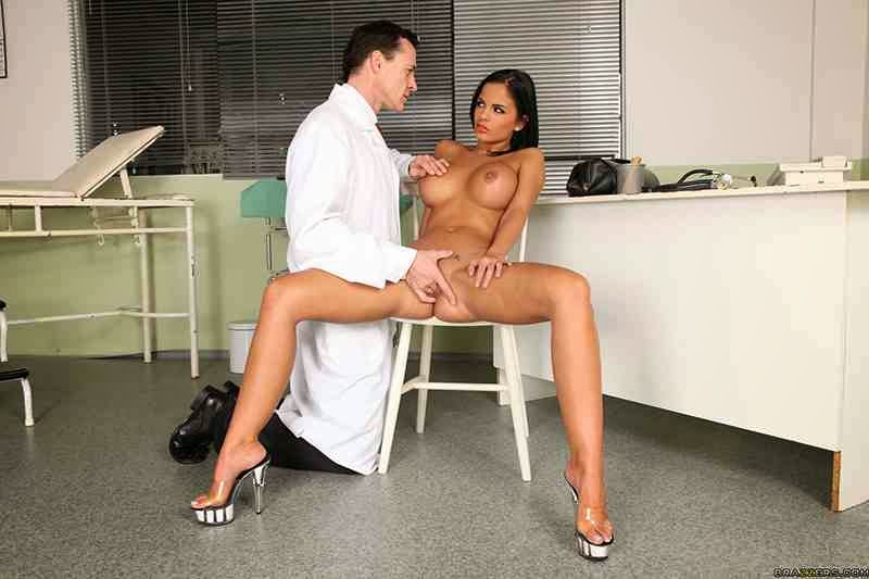 Doctor naked sex — pic 4