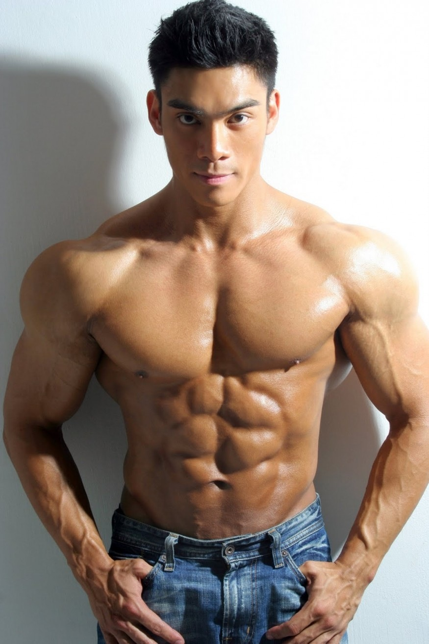 Naked thai muscle hunk can