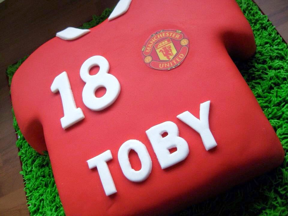 How To Decorate A Football Shirt Cake