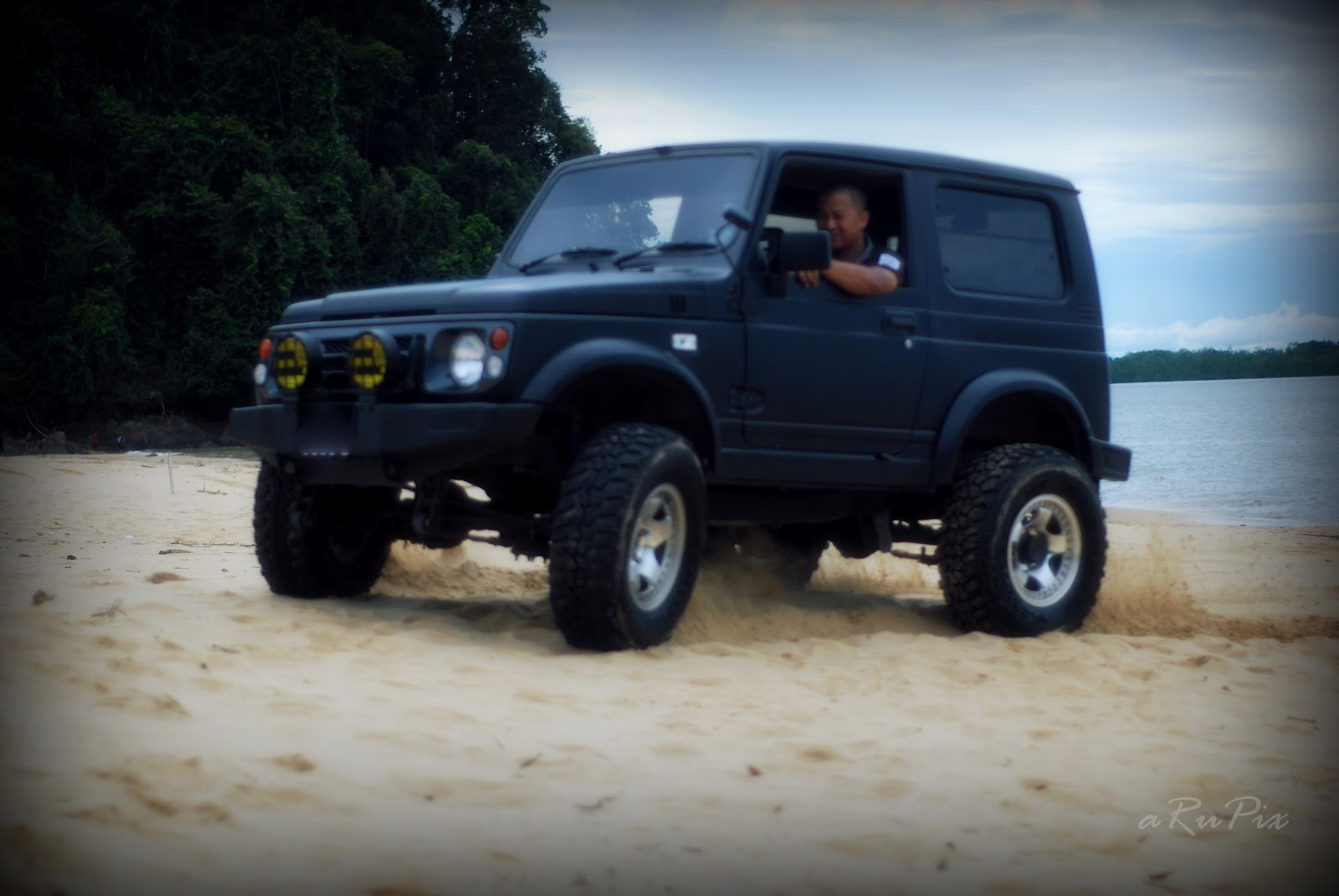 Suzuki Jimny Off Road Beach Show Life