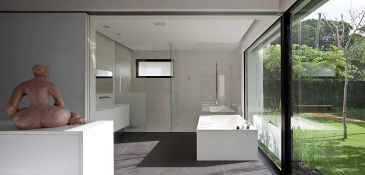 Bathroom in Modern Bauhaus Mansion In Israel