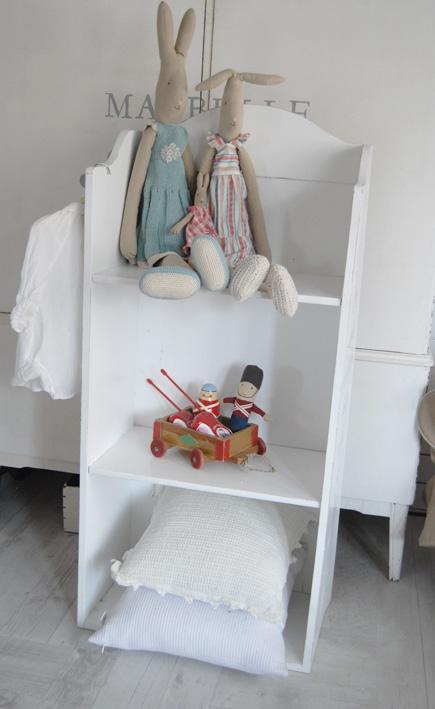 Barnrum barnrum bokhylla : Ljusa rum i dalarna: Bokhylla till barnrum