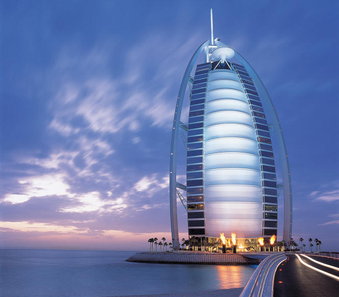 Famous buildings of the world 7 star hotels in dubai for Dubai world famous hotel