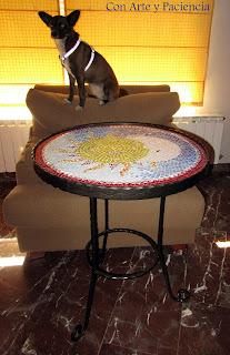 Mesa de mosaico y forja