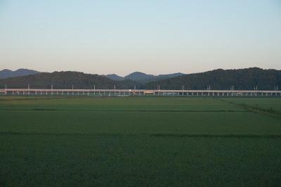 津軽線から見える北海道新幹線の高架