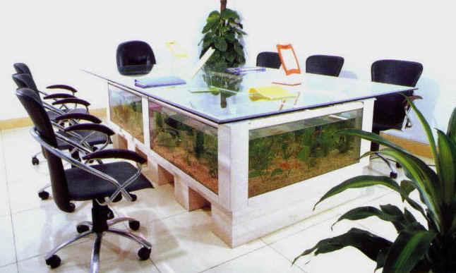 C mo embellecer una habitaci n con una mesa acuario for Fish tank dining room table