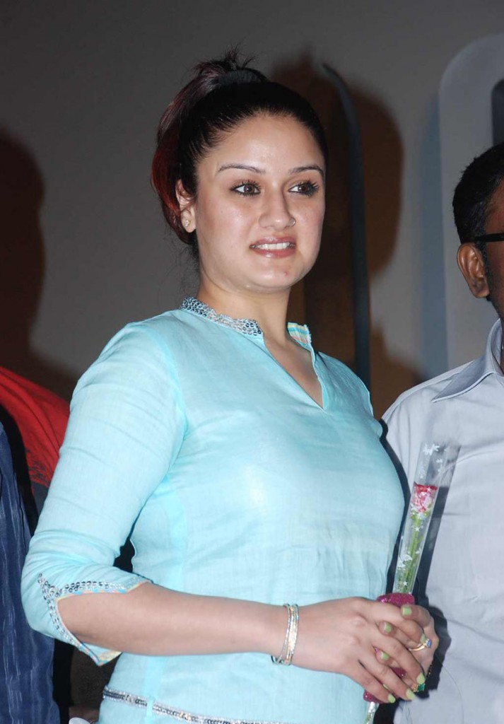http://2.bp.blogspot.com/-mLmiKTbSG2k/TexIellhEtI/AAAAAAAAIL8/cgVa746ePn4/s1600/Sonia-Agarwal-Latest-Hot-Photos-12-713x1024-0034Indian%2Bmasala_01indianmasala.blogspot.com.jpg