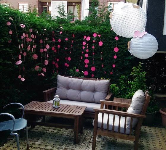 Decoración_jardin_circulos_rosa_farolillos