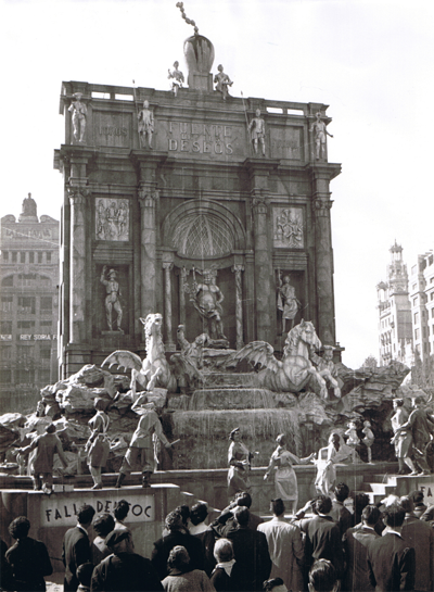 http://www.4shared.com/download/805GRHwyce/Fontana_di_Trevi-1957-Frente.png