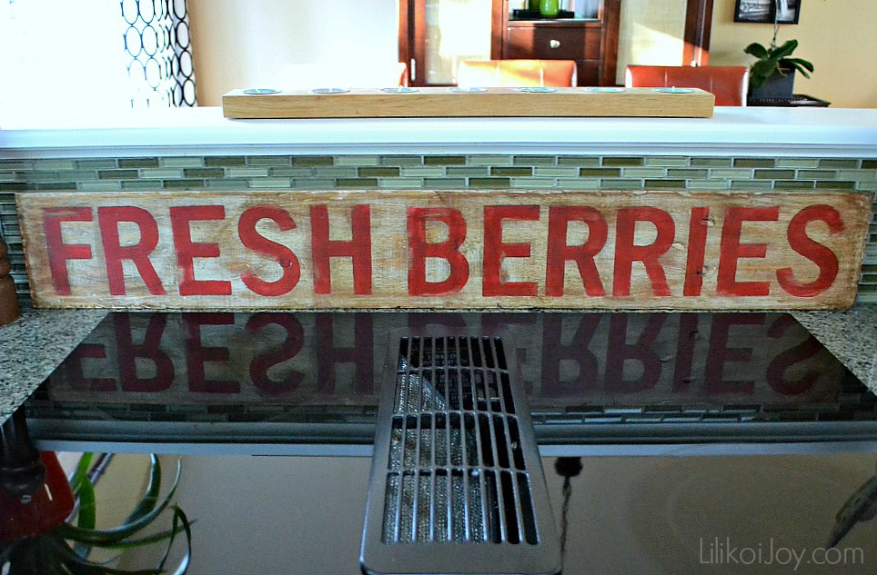 The Fresh Berries: DIY a rustic vintage looking wood sign {how-to}