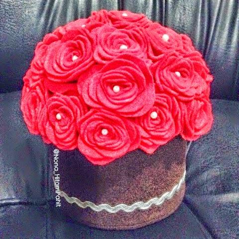 Valentine's day, hand bouquet felt