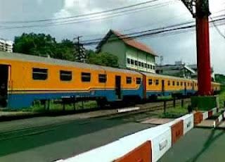 Tips melintasi rel kereta api