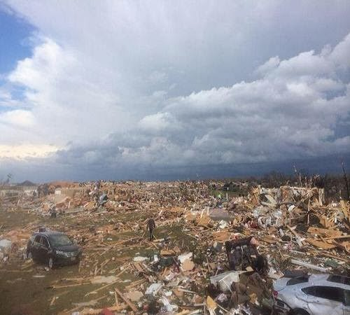 Illinois_tornado_damage_2013_photo