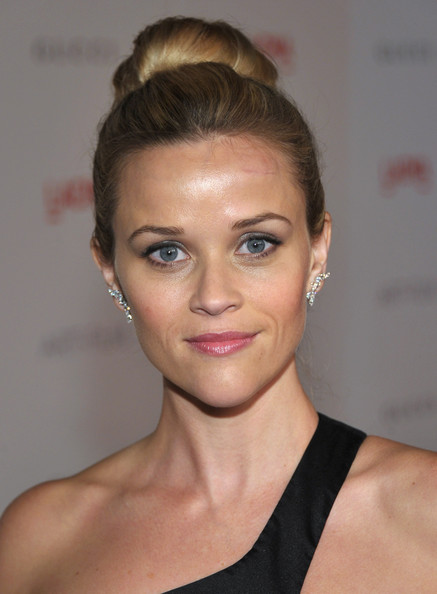 Reese Witherspoon Hairstyle Trends: Reese Witherspoon High Bun Updo ...