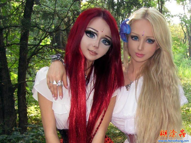 barbie valeria and manga girl together