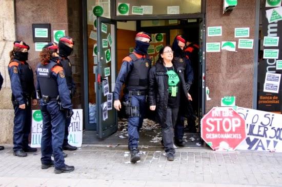 Desallotgen els membres de la pah ebre que for Caixa de catalunya oficinas