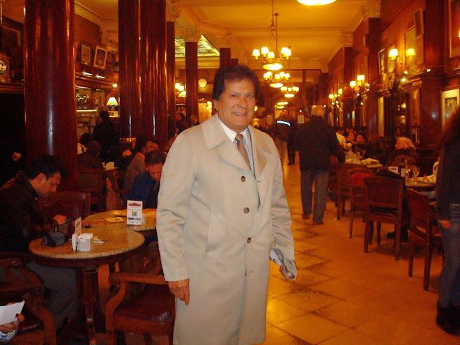 En el Gran Café Tortoni de Buenos Aires