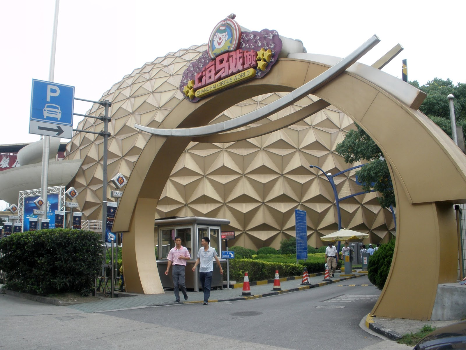 how to get to shanghai circus world