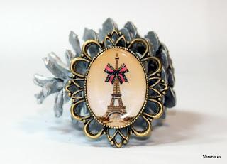 Broche Paris Cadeau de Verane