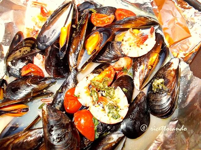 Linguine e cozze  al cartoccio ricetta per un primo piatto di mare