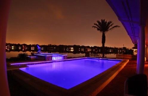 Piscinas lindas y modernas en fotos iluminacion piscina for Iluminacion piscinas