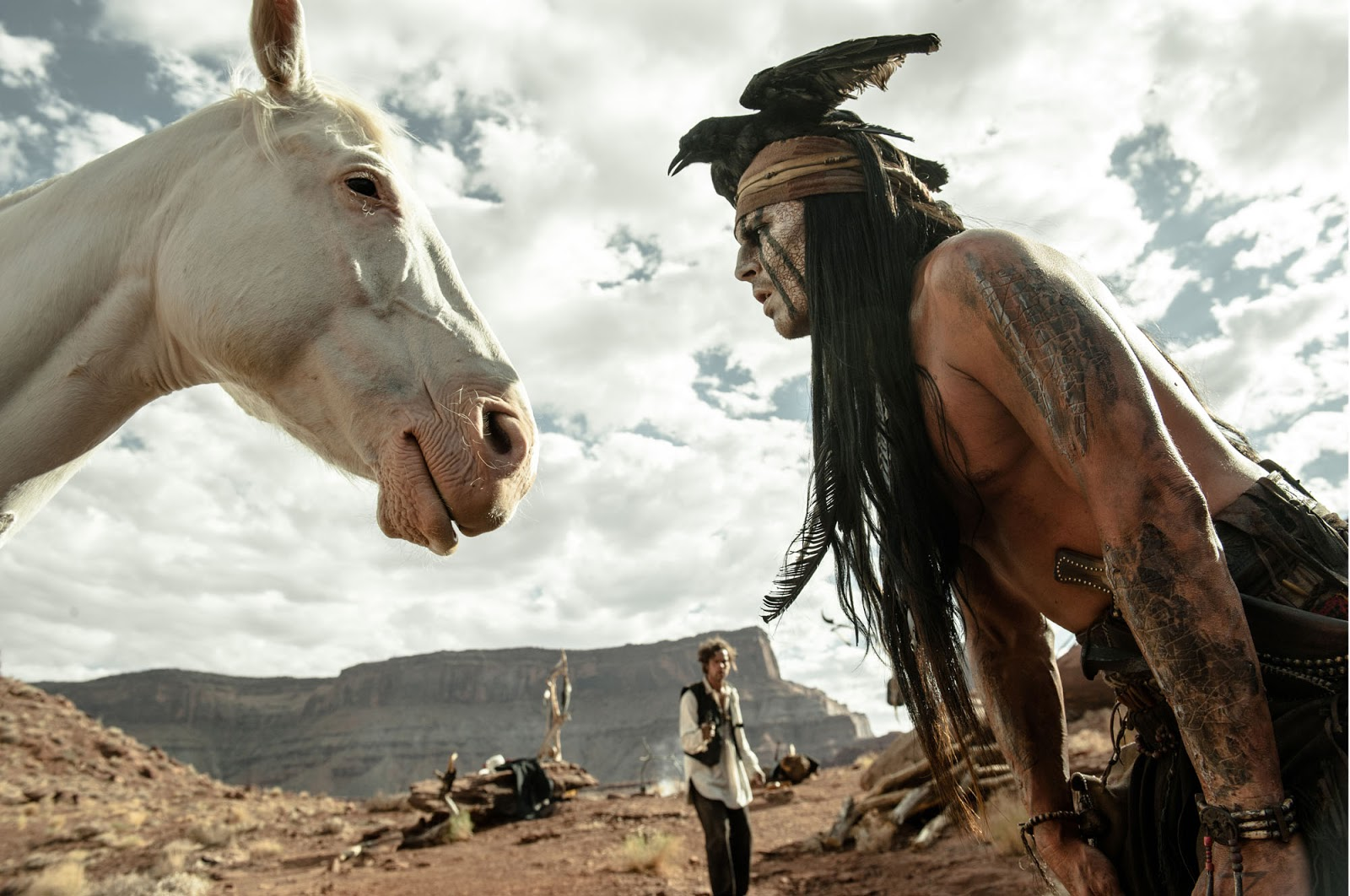 http://2.bp.blogspot.com/-mOE3I1qKezk/UQuy8vzTV5I/AAAAAAAA1ao/R6RNi_ULvd4/s1600/CavaleiroSolitario_Depp+el+llanero+solitario+remake+the+lone+ranger+armie+hammer+johnny+depp+caballo+horse+toro+tonto+indio+walt+disney+jerry+bruckheimer+3+july+julio+2013+live+action+captura+screencaps+still+promo.jpg