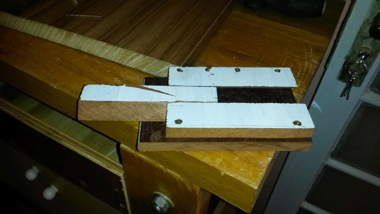 Fiz os furos para o parafuso de fixação . #5E4808 1600x900
